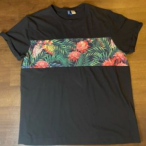 H&M black short sleeve t shirt with flowers - XL